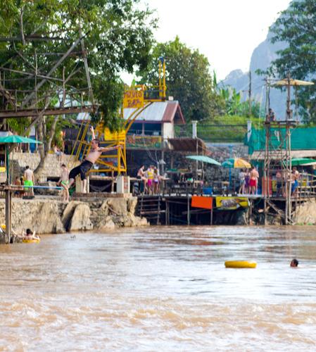Tubing - neviazaná zábava na rieke Nam Song (Vang Vieng, Laos)